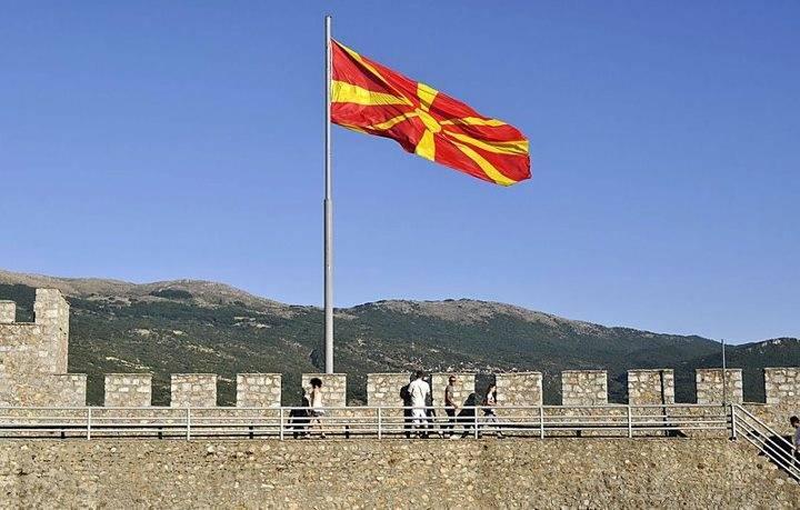 40419b68fe18243fe3ca_Ana_Bog_-_Macedonian_flag.jpg