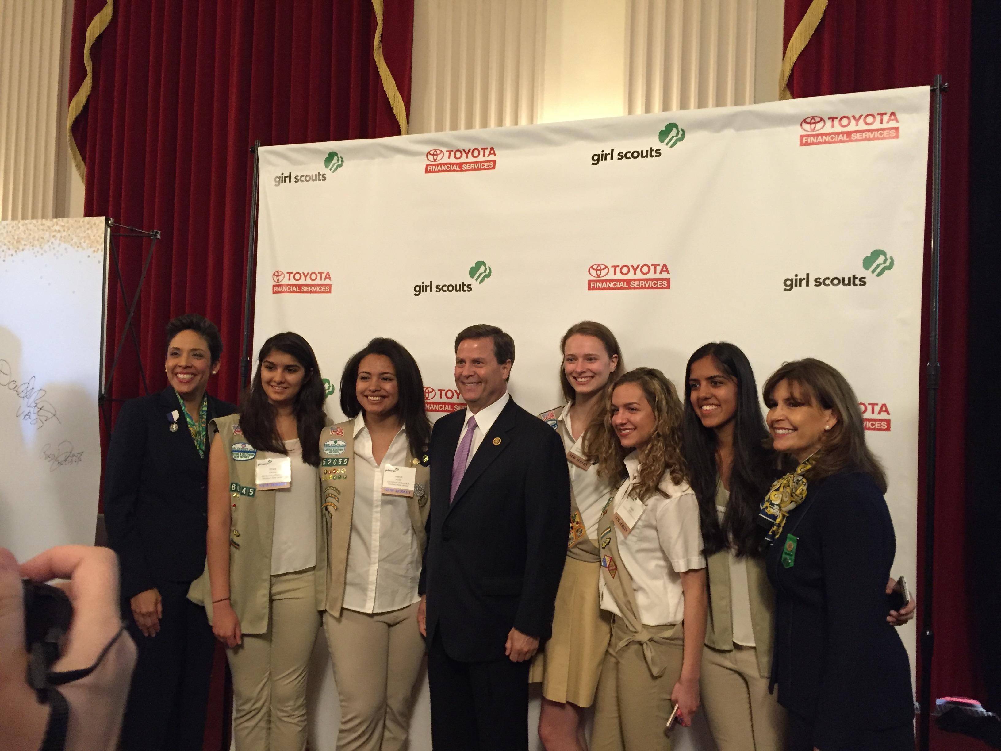 4808d650601ea5e62d42_All_NJ_Council_Girl_Scouts_with_Congresswoman_Bonnie_Watson_Coleman.JPG