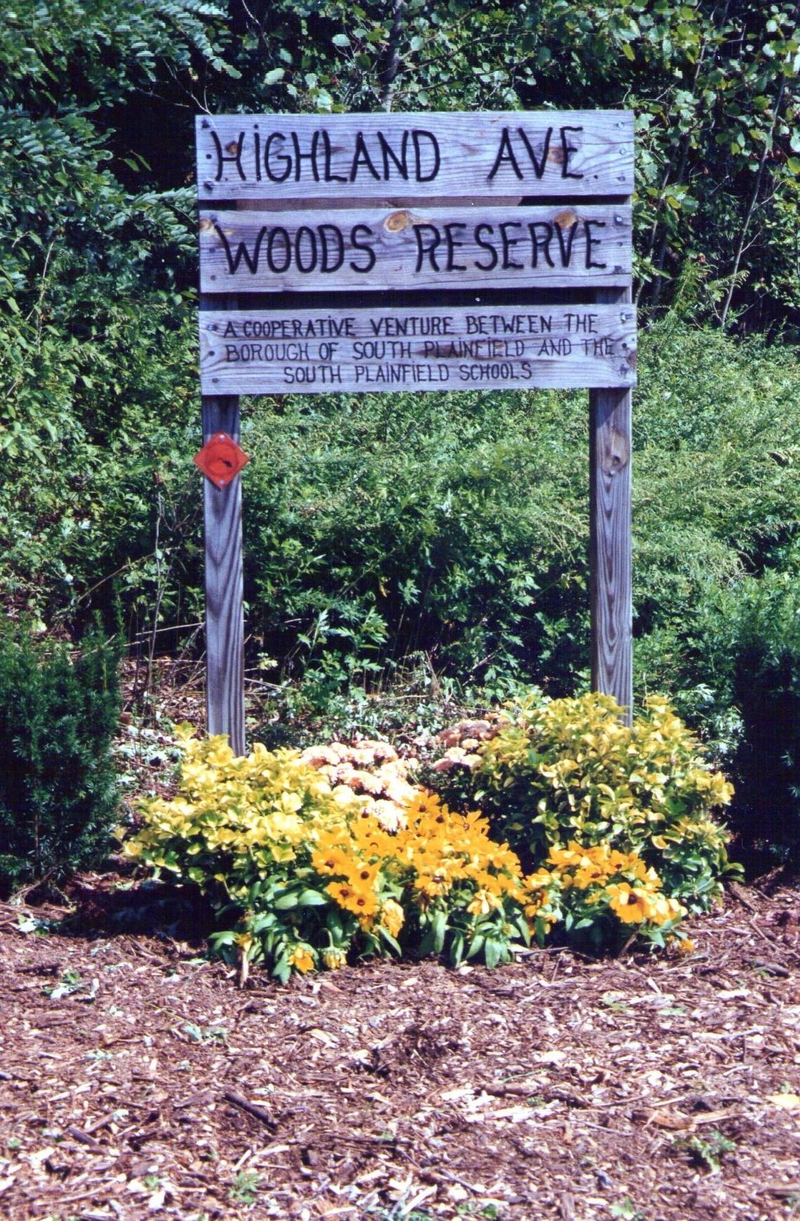 f980017785a76b78fd8e_Highland_Woods_Sign.jpg