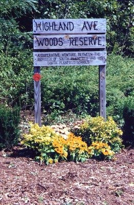 Highland Woods Welcome Sign