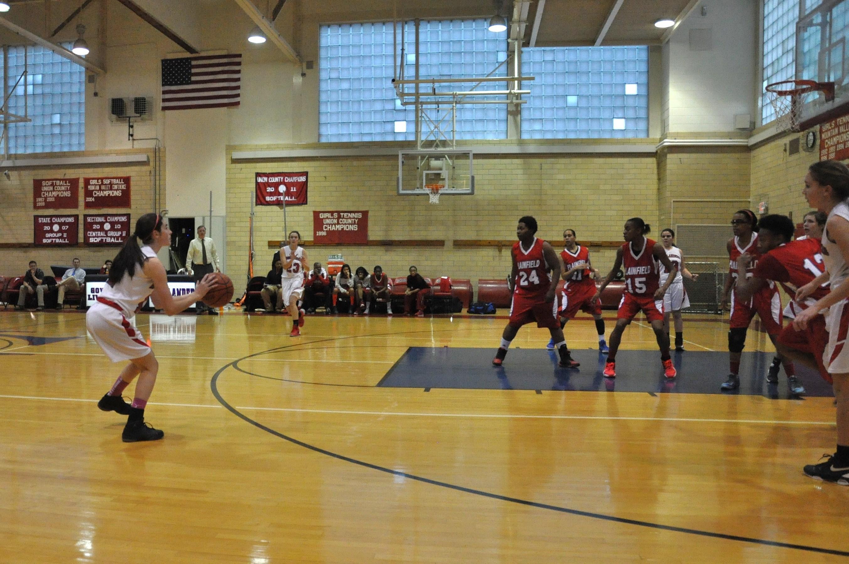 f9fa00e2ac156b5c24b6_girlsbasketballlaurenshot.jpg