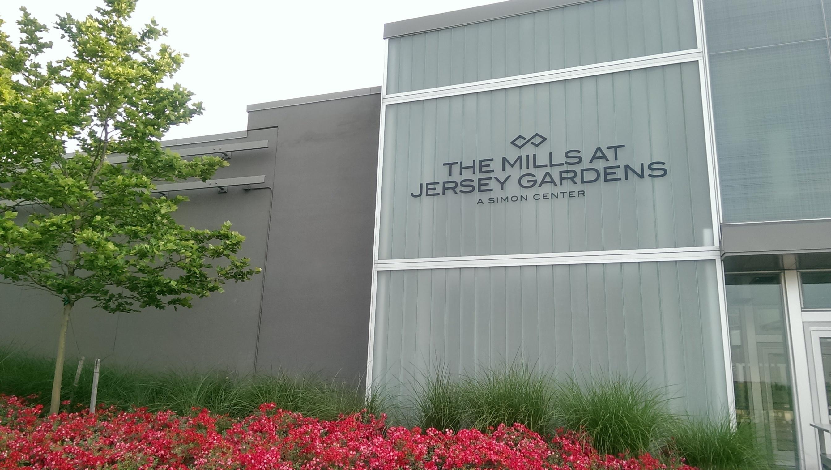 bd2c3f48976827fd305f_The_Mills_at_Jersey_Gardens_-_Exterior.jpg