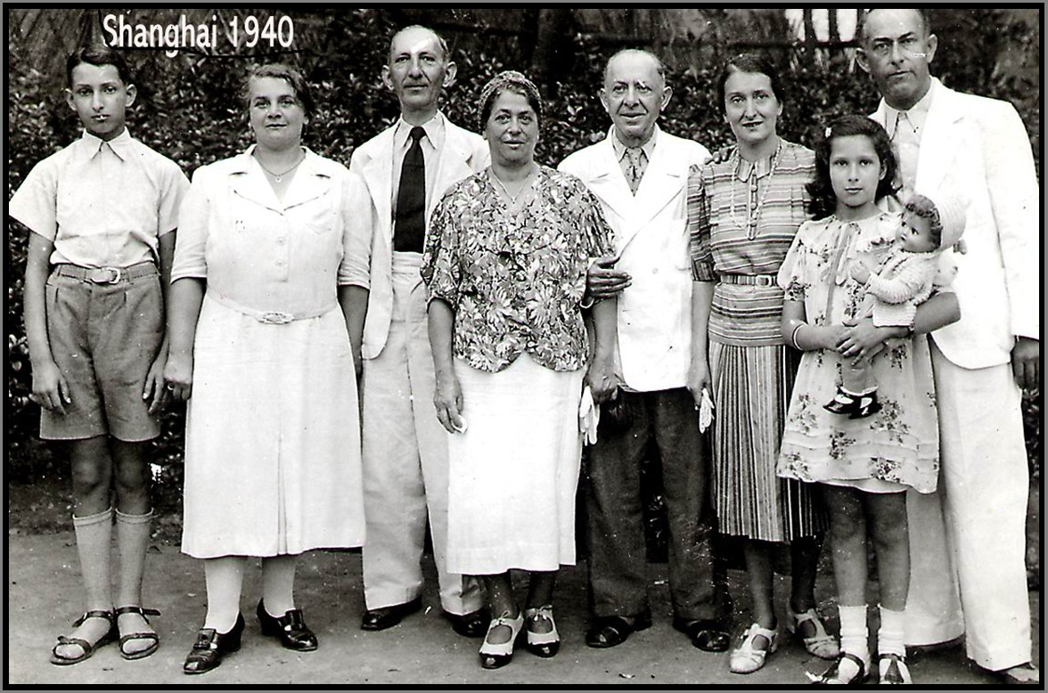 d8237c5006ef919f955c_Family_of_Evelyn_Chaim_Panish_in_Shanghai_pic.png