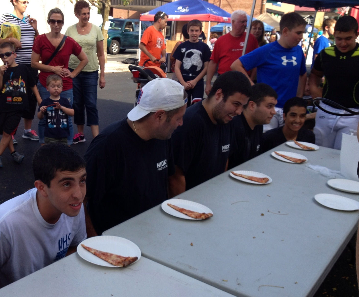 0929416964dda79d8869_Pizza_Eating_contest.jpg