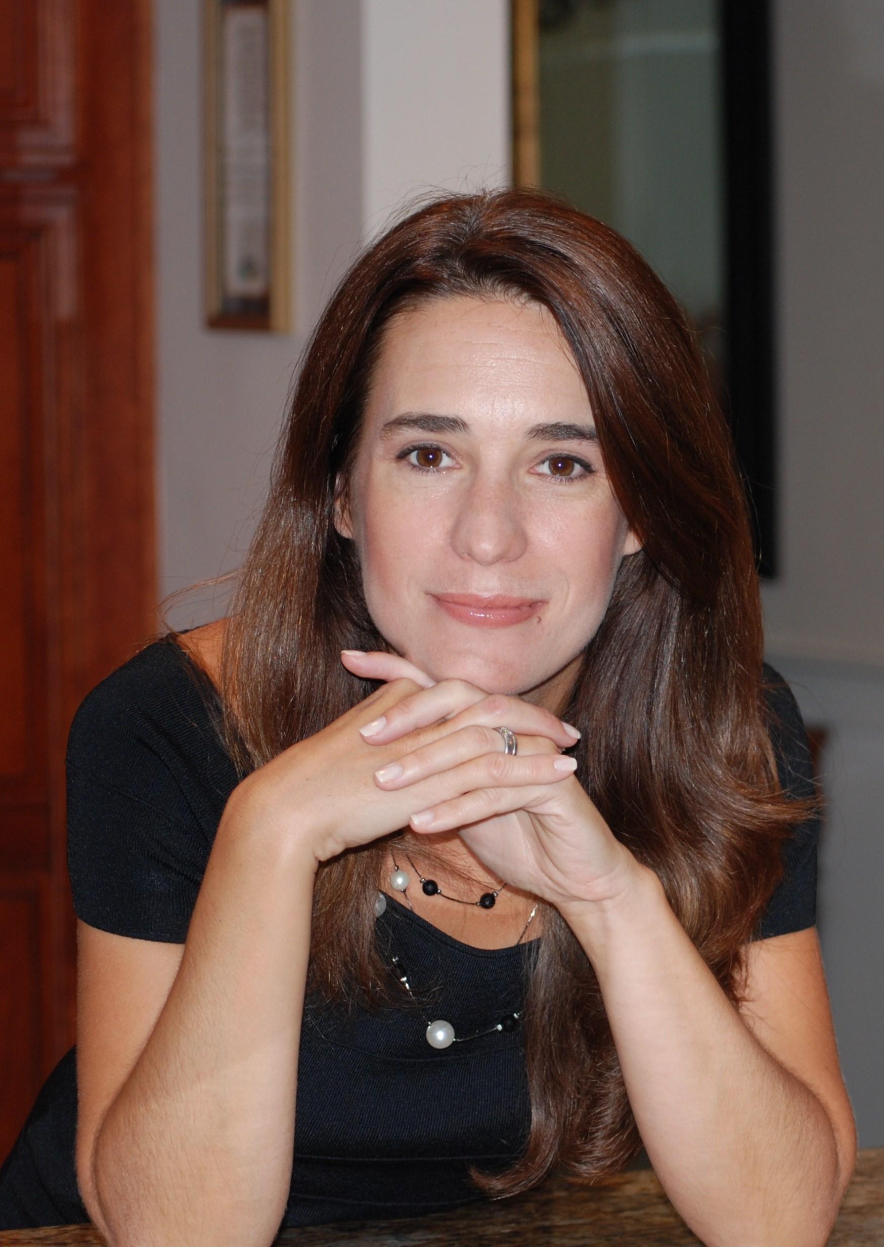32d02219edcf7438fef3_Author_Panel_Myriam_Alvarez.JPG