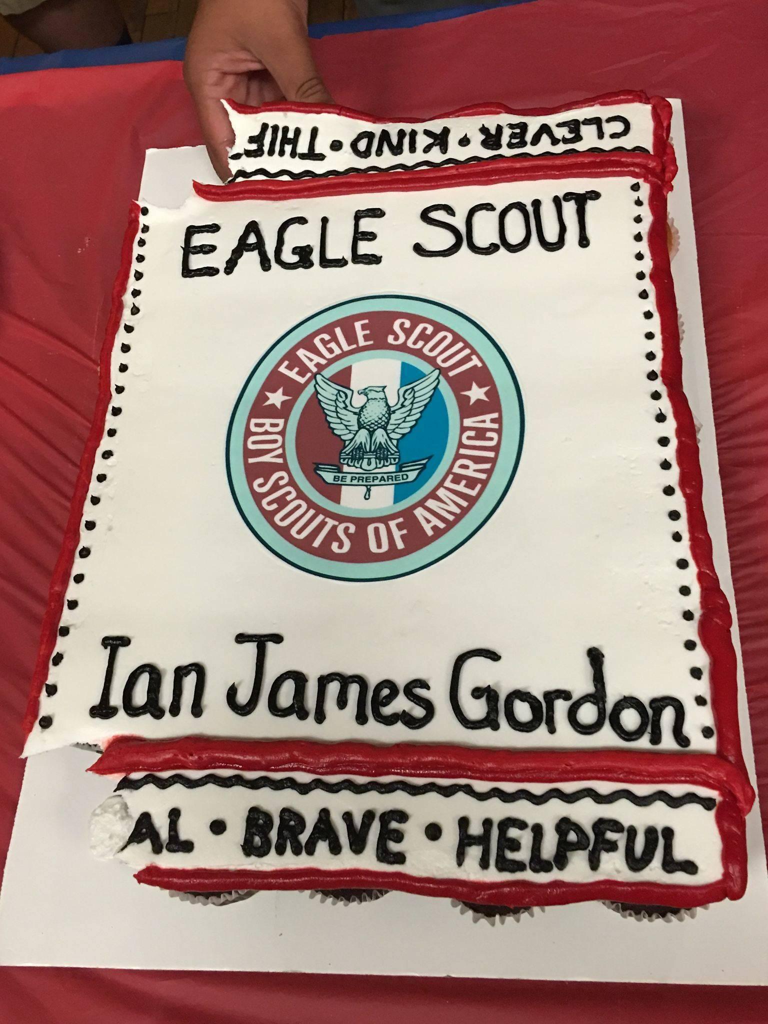 b635d5ce3157ea101d7e_Ian_Gordon_Eagle_cake.jpg