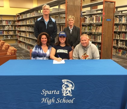 Top_story_1fc34a948c62b51d33f7_kayla_signing_2