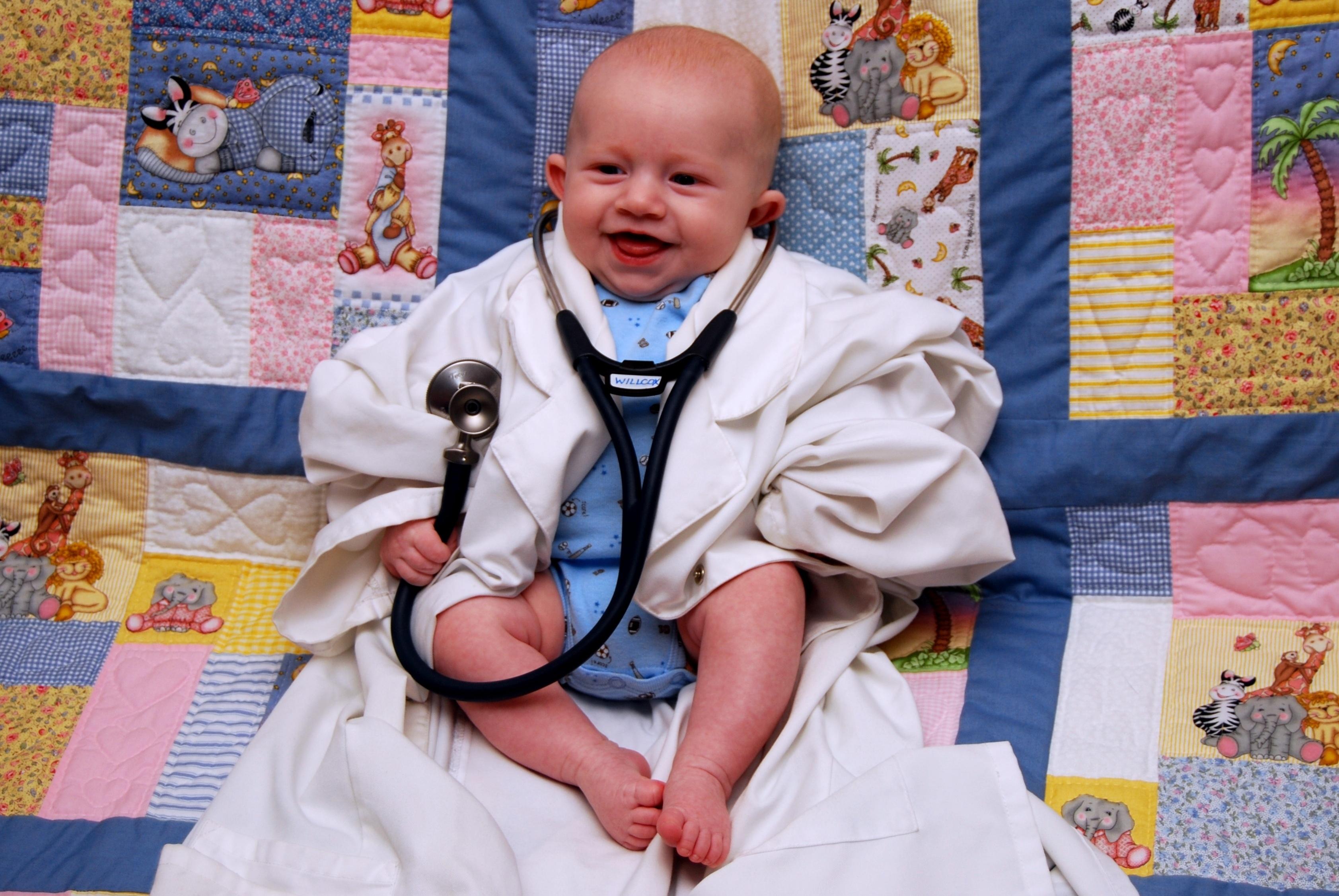 44b2e412f20074af714d_baby_doctor.JPG