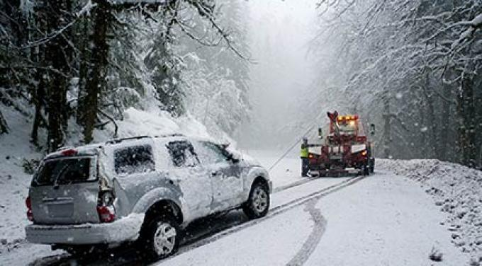 63fc1454d0ae48263b77_car-towed-accident-snow.jpg