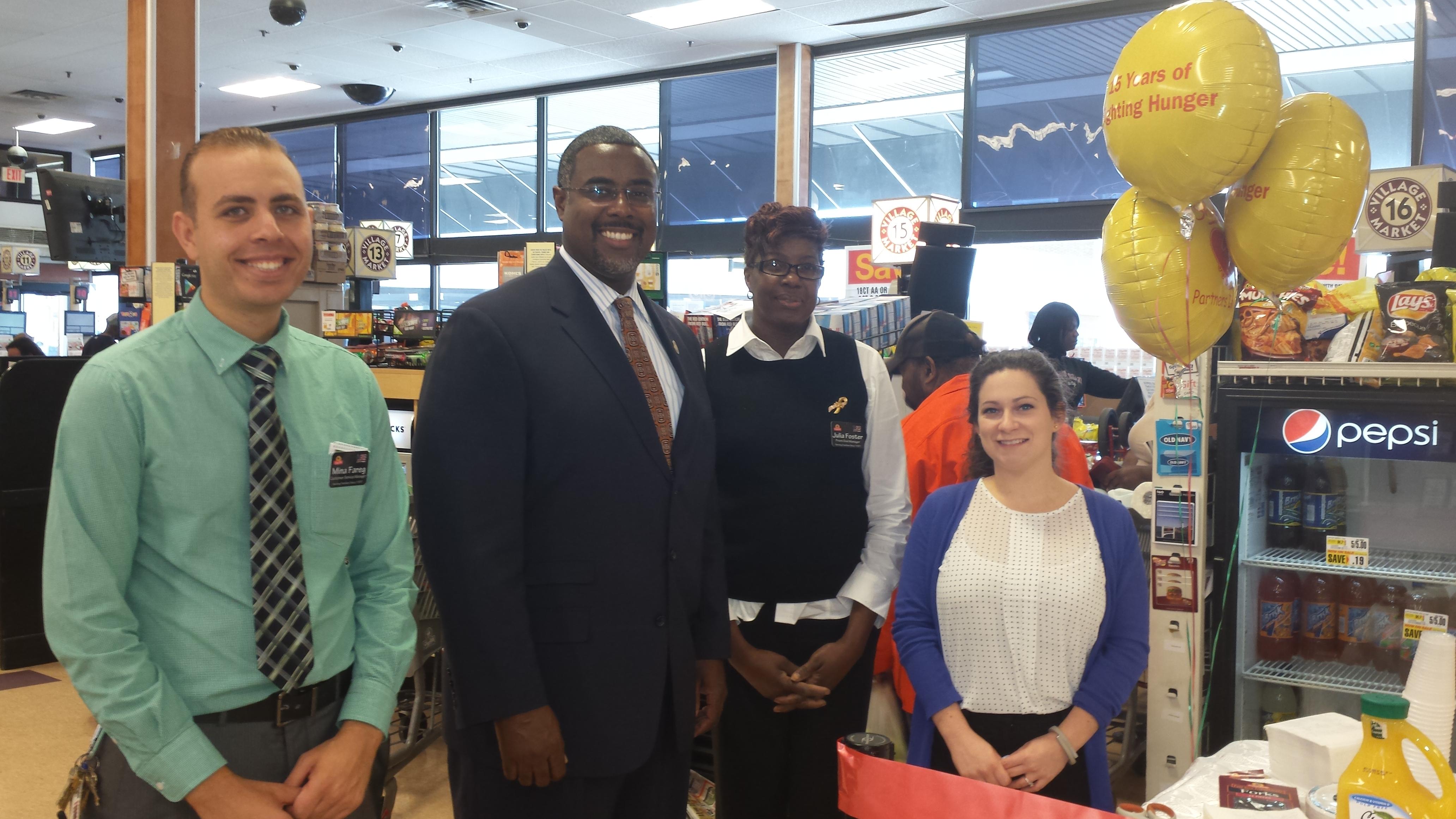 Mayor Taylor Supports Shop Rite Of East Orange Help Bag Hunger Event East Orange Orange Nj News