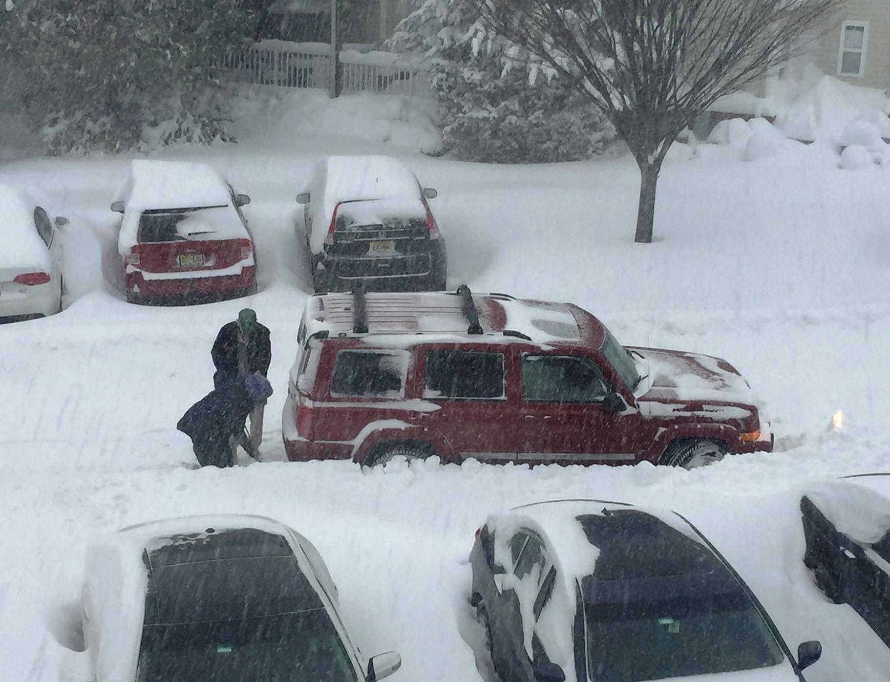 c1c09d301b92090fb9ec_car_stuck_in_snow_2.jpg