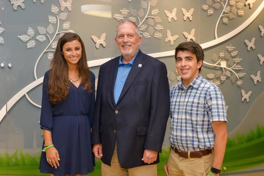 Top_story_fcb64ca9e3dc477abac8_joe_roth_with_students_1