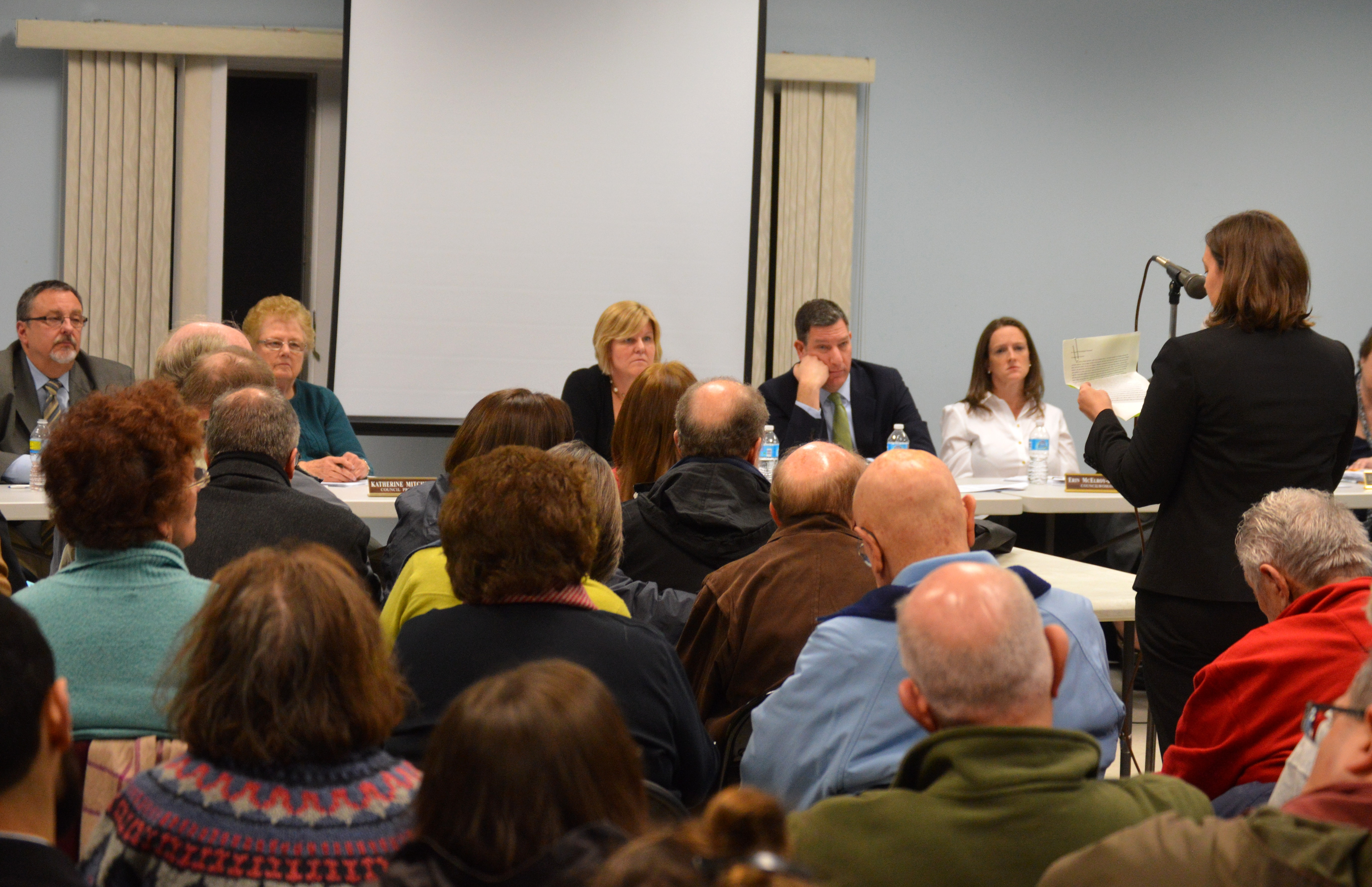 a650727be517e2e4168b_Members_of_the_public_ask_questions_of_Fanwood_Mayor_and_Council.JPG