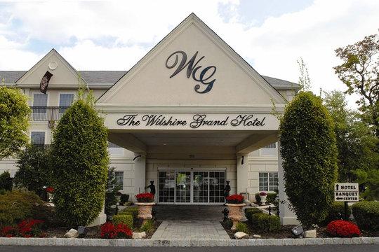 Top_story_c06d55f54cc9248e5387_wilshire_grand_hotel