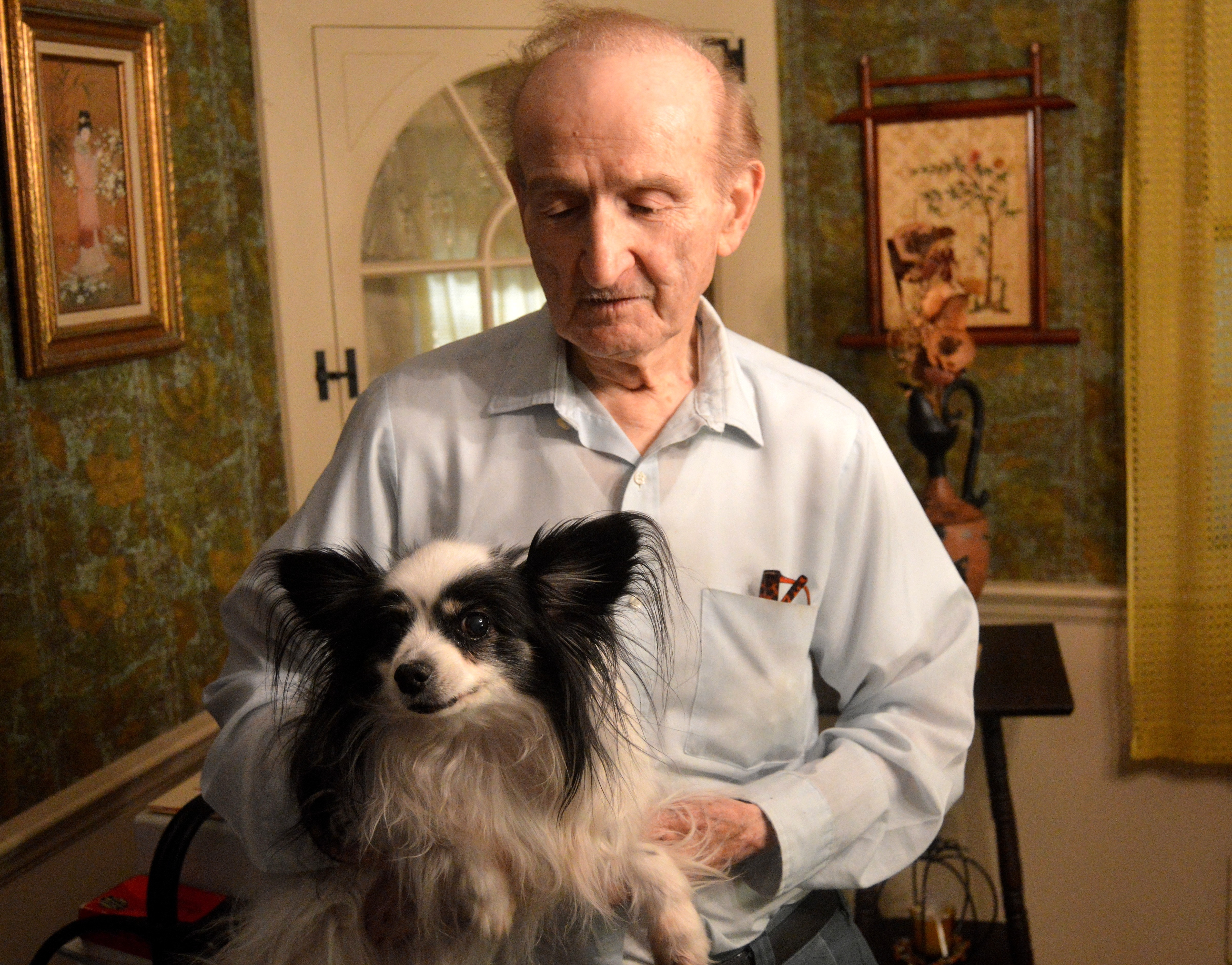 93559570a014539a1139_Ray_Swidersky_close_up_with_his_dog.JPG