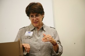 Speaker Tells Attendees How to Take Control of Their  Email Clutter