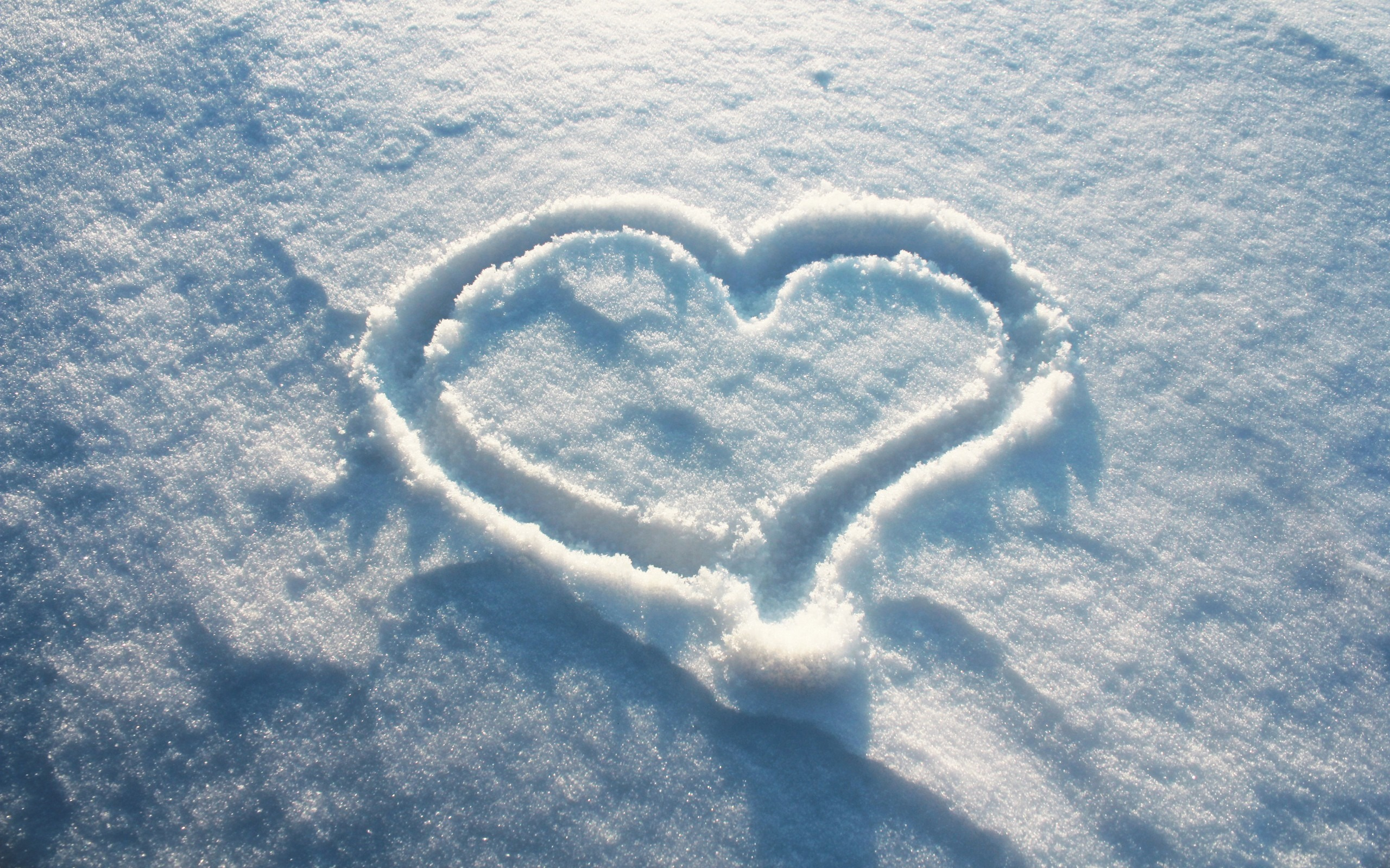 Best_52596d301897fc7b49f9_7004968-love-heart-on-snow