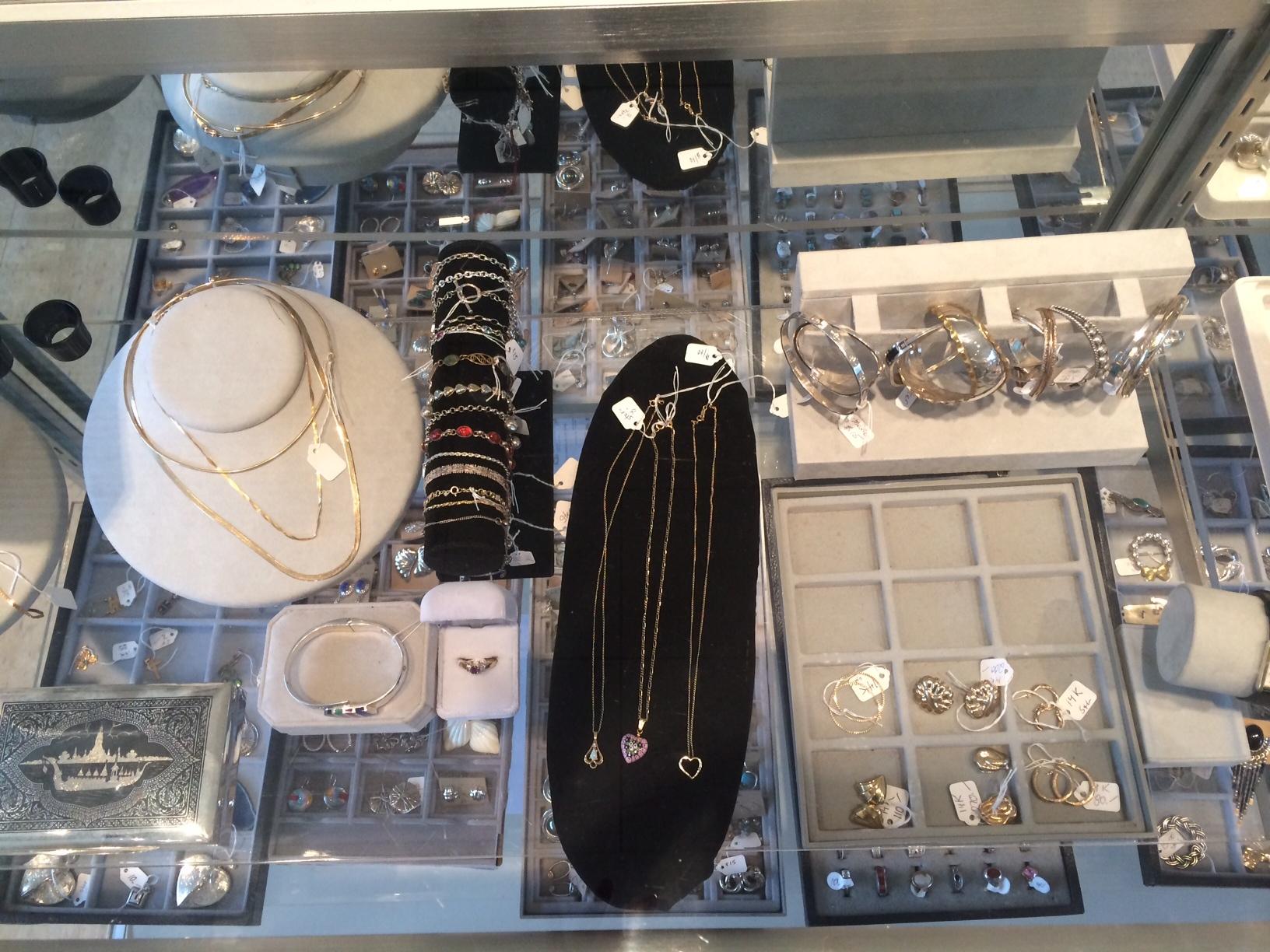28d1bc5cf462dcd517ee_FF_Jewelry.jpg