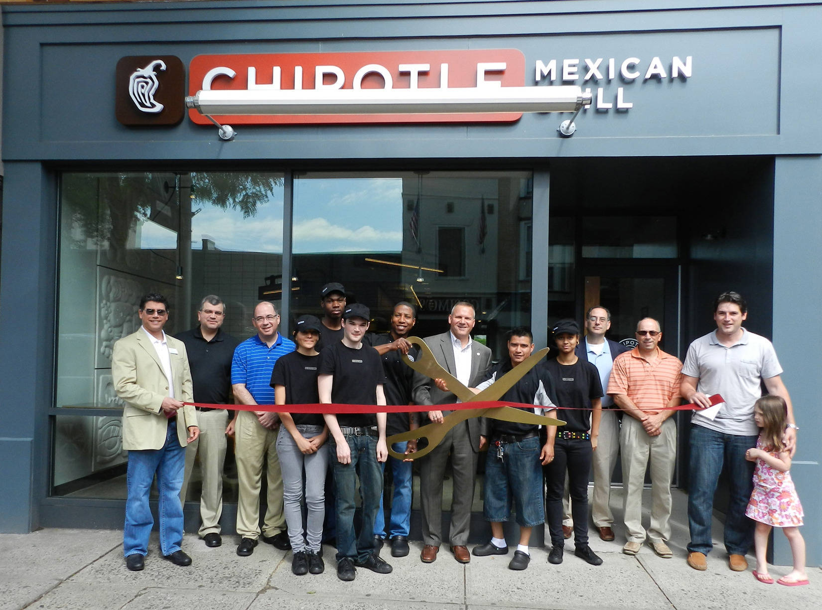 10e724facd7fe04322c3_9390537ef8353b800b4f_Chipotle_Westfield_2013_opening.jpg