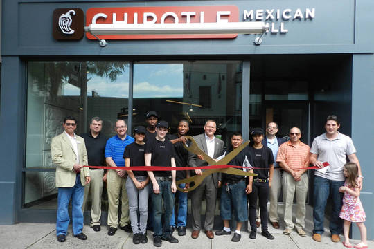 Top_story_10e724facd7fe04322c3_9390537ef8353b800b4f_chipotle_westfield_2013_opening