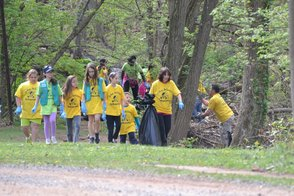 Girl Scouts Cleaning Green Acres Park