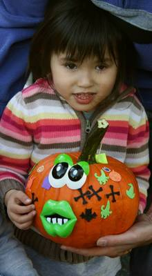 "Pearly Whites ""Brought Smiles"" To Pumpkin Carving Event, photo 6"
