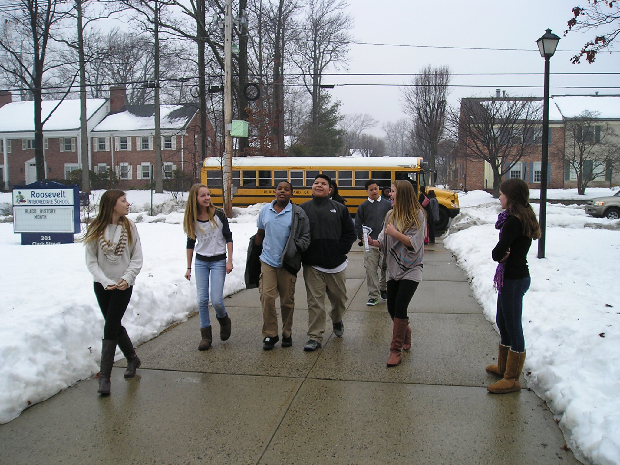 fd3da56c7b83c691e30b_Plainfield_students_welcomed_by_RIS_8th_graders.JPG