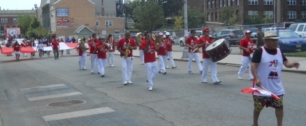 0a8e2c14ba079f5576eb_WEB_Band_marching.jpg