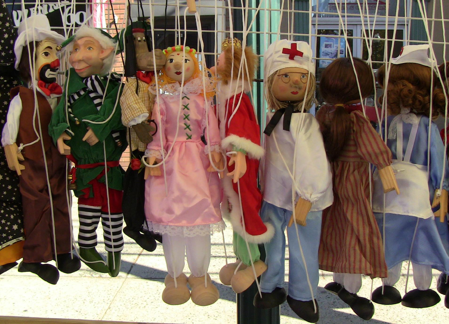 8efb04dd246dd46ecbe3_Marionettes.jpg