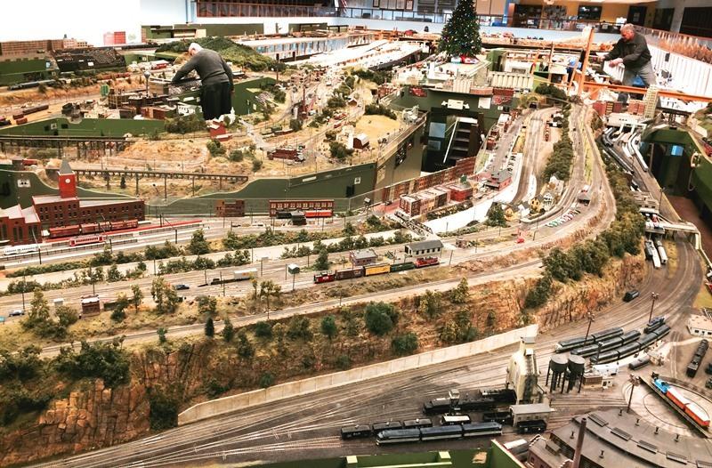 33a0d1c2c49492d893f6_model_trains_2.jpg