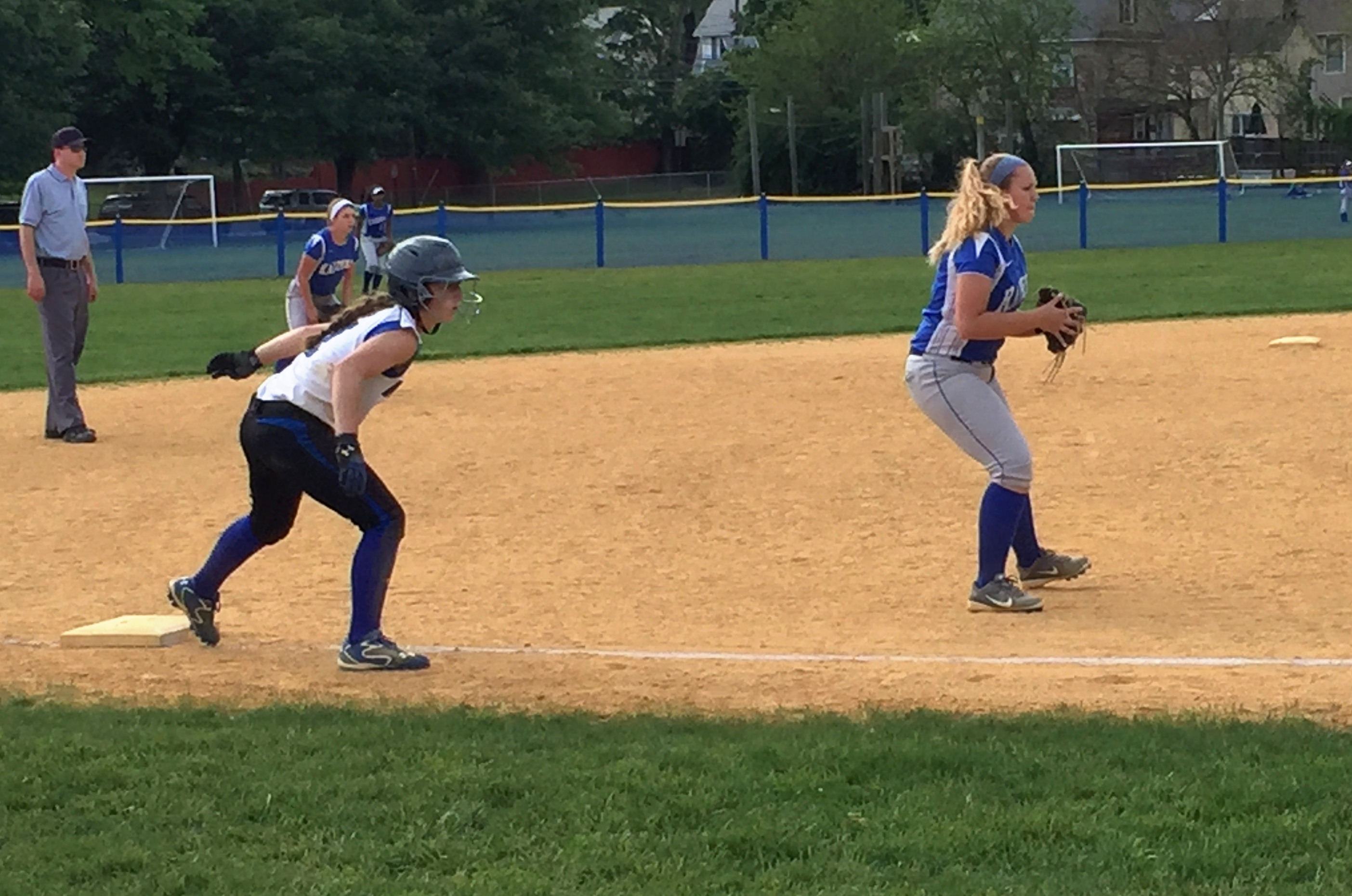 d78f5ac1e65b42945251_02db5a46873ec09c846b_softball_5-19_third_base.JPG