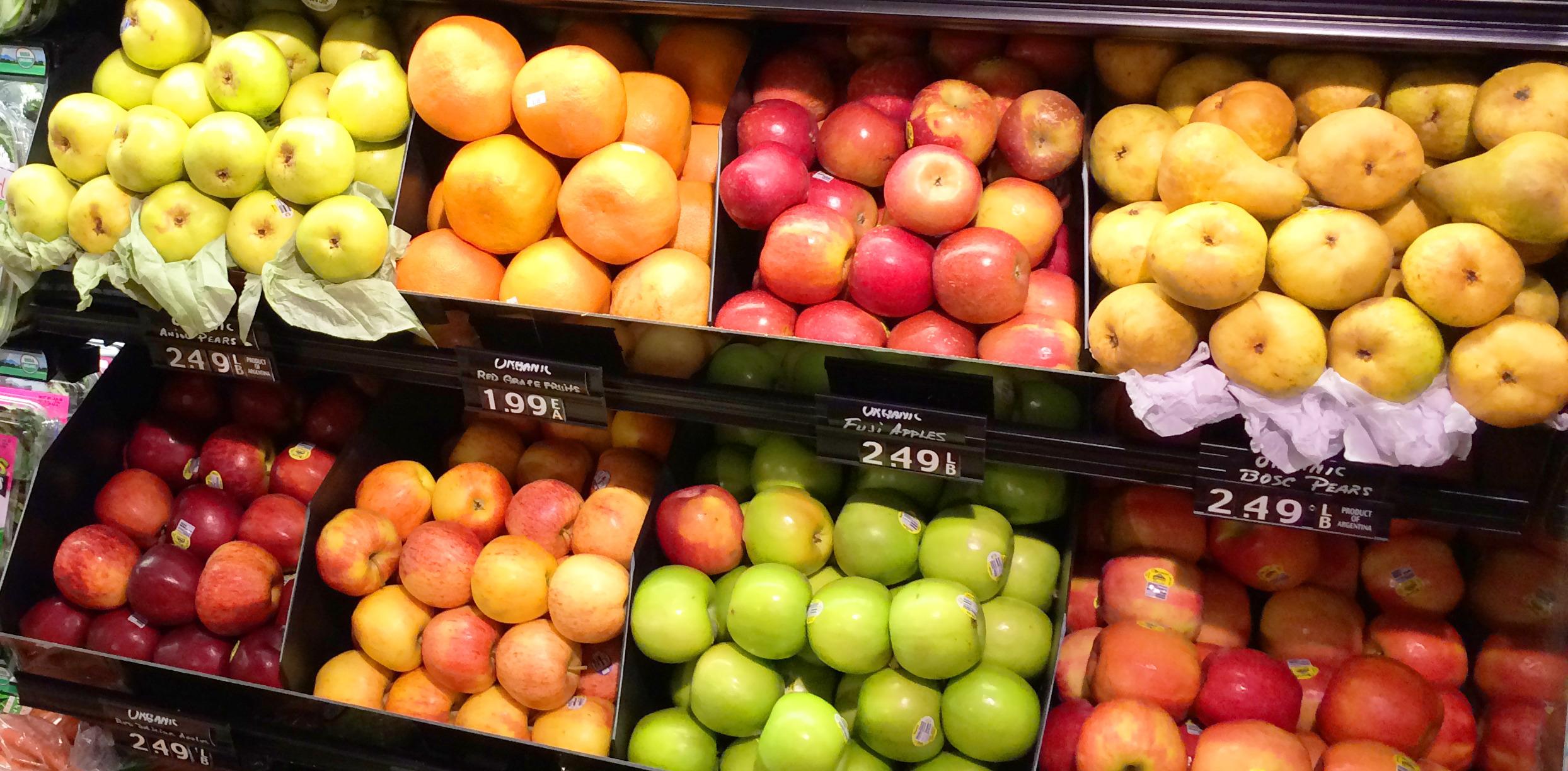 0c72dee31def7b854e08_best_b0be6f8923b2d0da2925_10_Our_fruit_selection_is_inspected_constantly_for_freshness.jpg