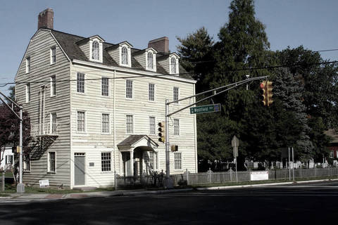 ghost hunt at the old girl scout house in rahway tapinto. Black Bedroom Furniture Sets. Home Design Ideas