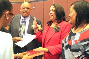 Andrea Staten Takes Oath to Fill Seat of the Late Randy Sandifer in Roselle's 3rd Ward, photo 2