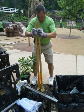 Investors Bank Helps Spruce Up Zoo, photo 3