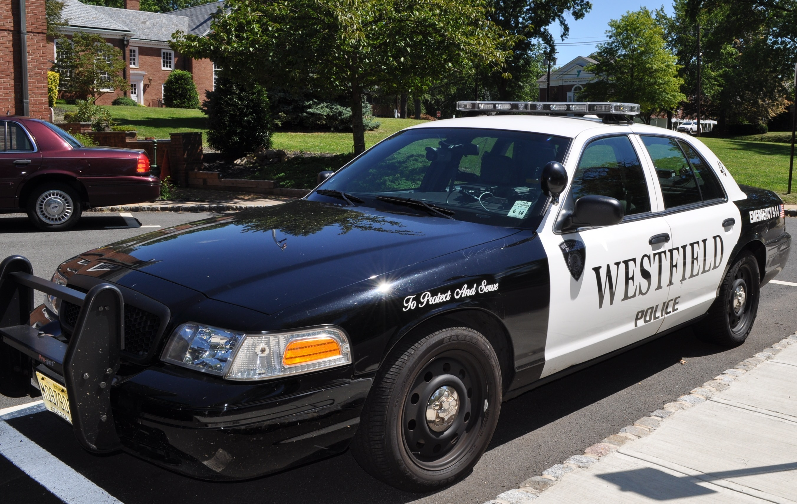 a32551b6637812f04e4d_2d2f3d5ae25a5fcfcfbd_police_car.JPG