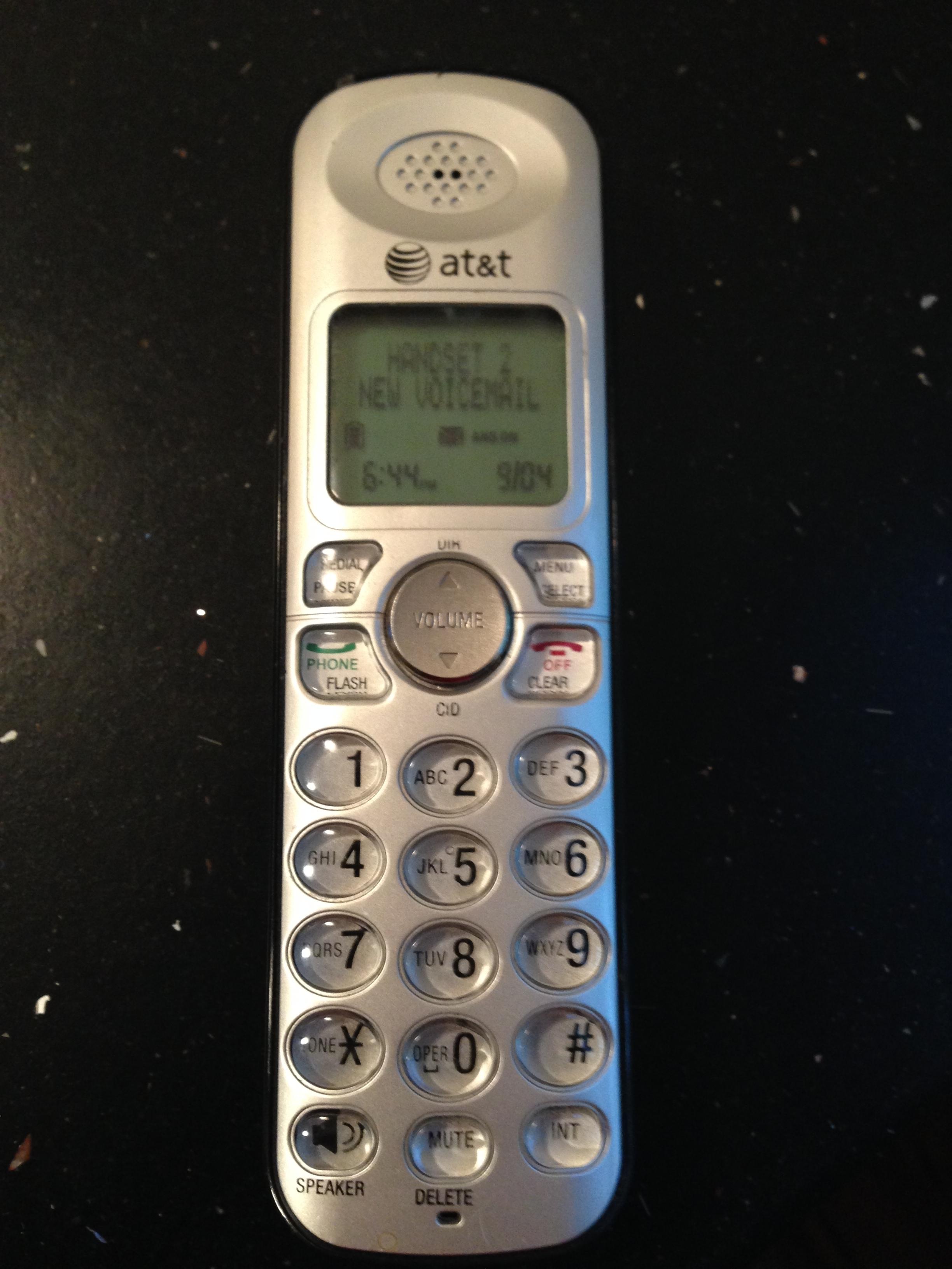 e5e6dff10698d2e8e4f3_phone.JPG