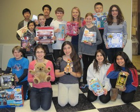 LYCS Peer Leaders collect Toys 4 Tots
