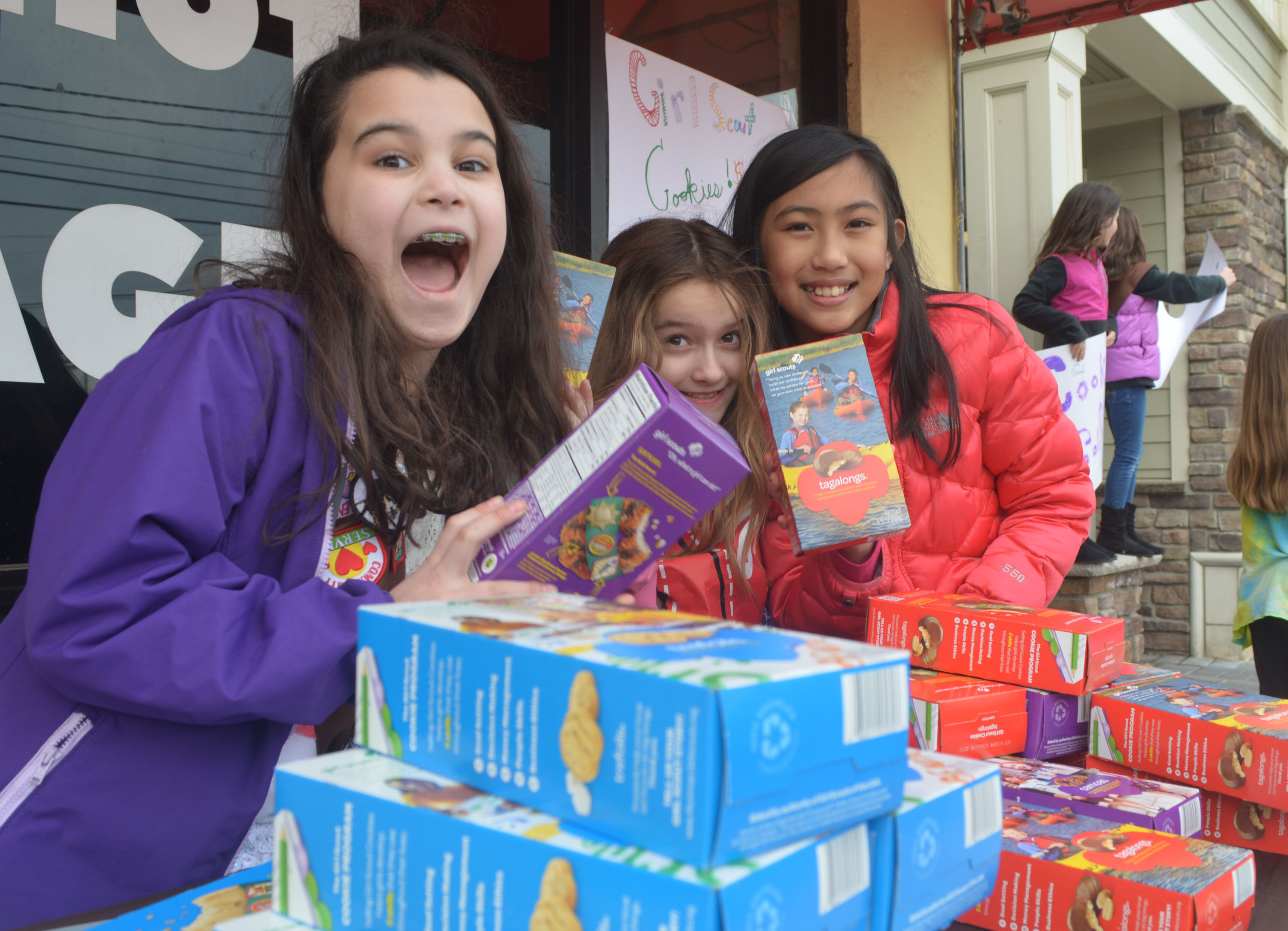 fadf4cfbb23991bc5162_Girl_Scouts_sell_cookies_3-22-14.jpg