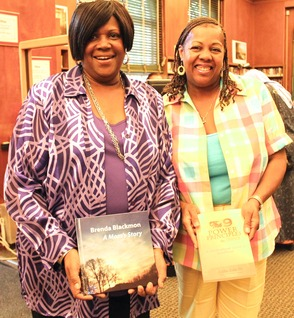 Local Author and TV Personality Put Pens to Books in Roselle, photo 5