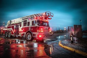 Top_story_2728e4702a7032742c90_firetruck_fireboat895