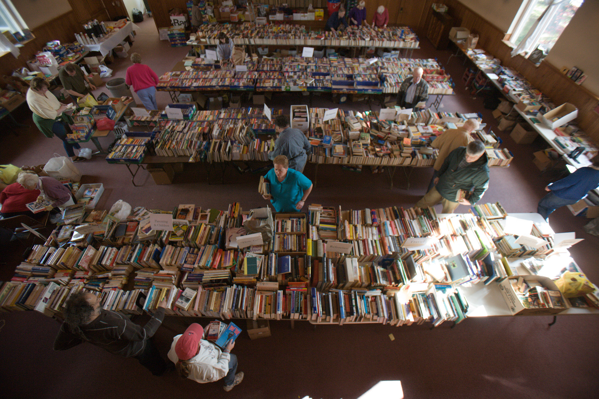 0c17bf0ab54a4babbdcc_giant_book_sale_at_st._paul_s.jpg