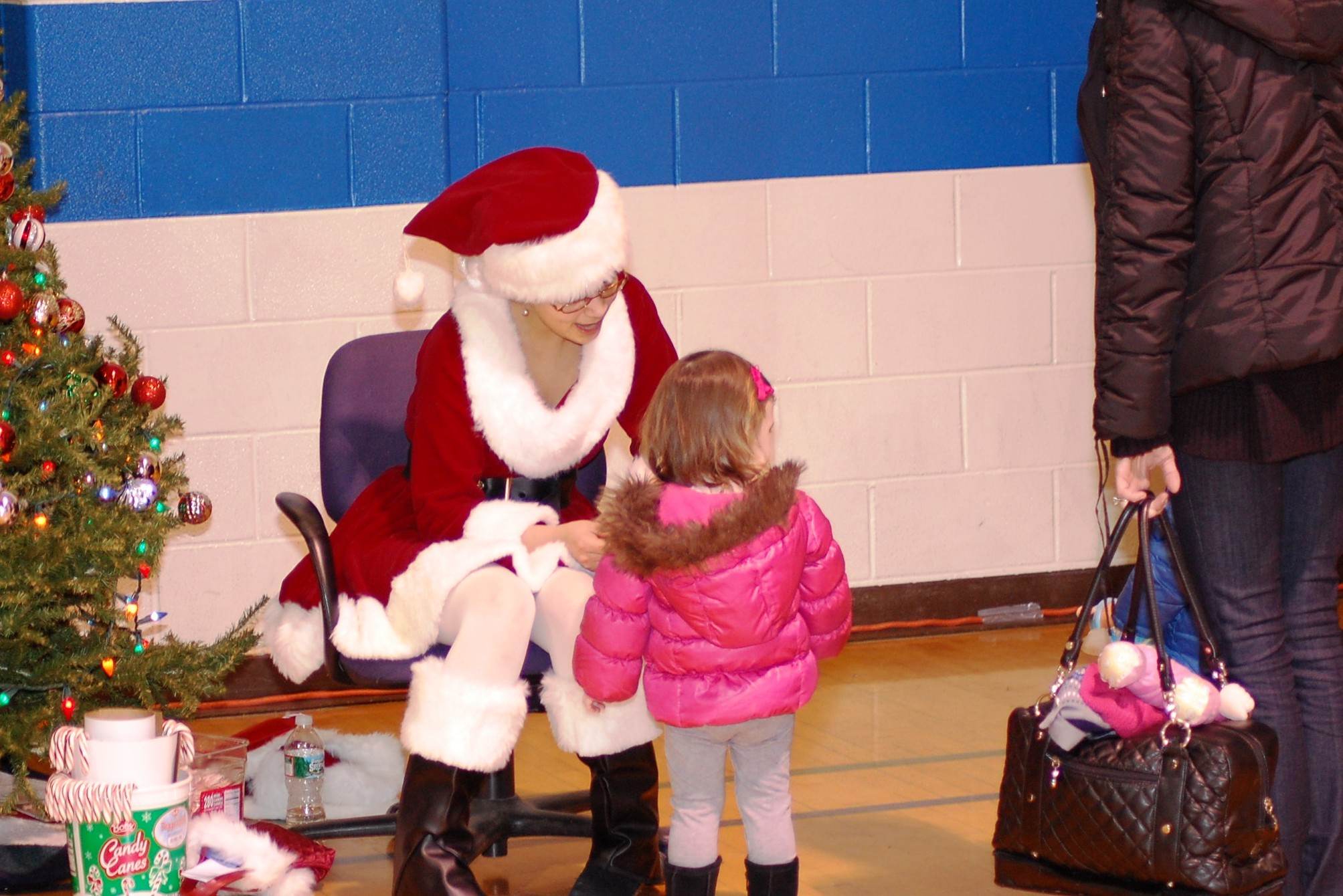 0ed1f30b2d097624e78a_summit_christmas_tree_lighting_12-4-11_120.jpg
