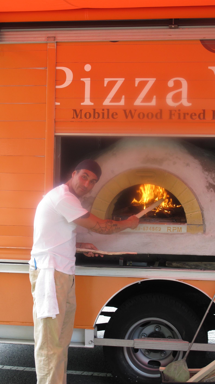 1654dc6148efb881bfbd_pizza.jpg