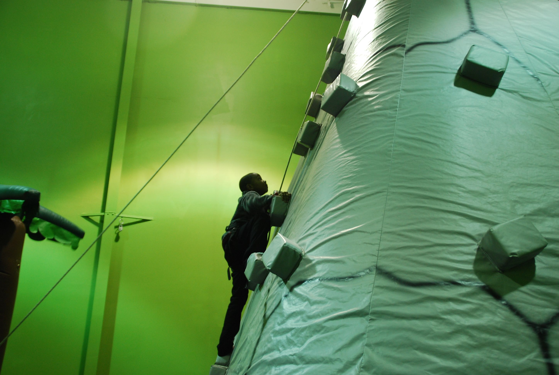 2dd6d7bec9304b82041b_climb.jpg