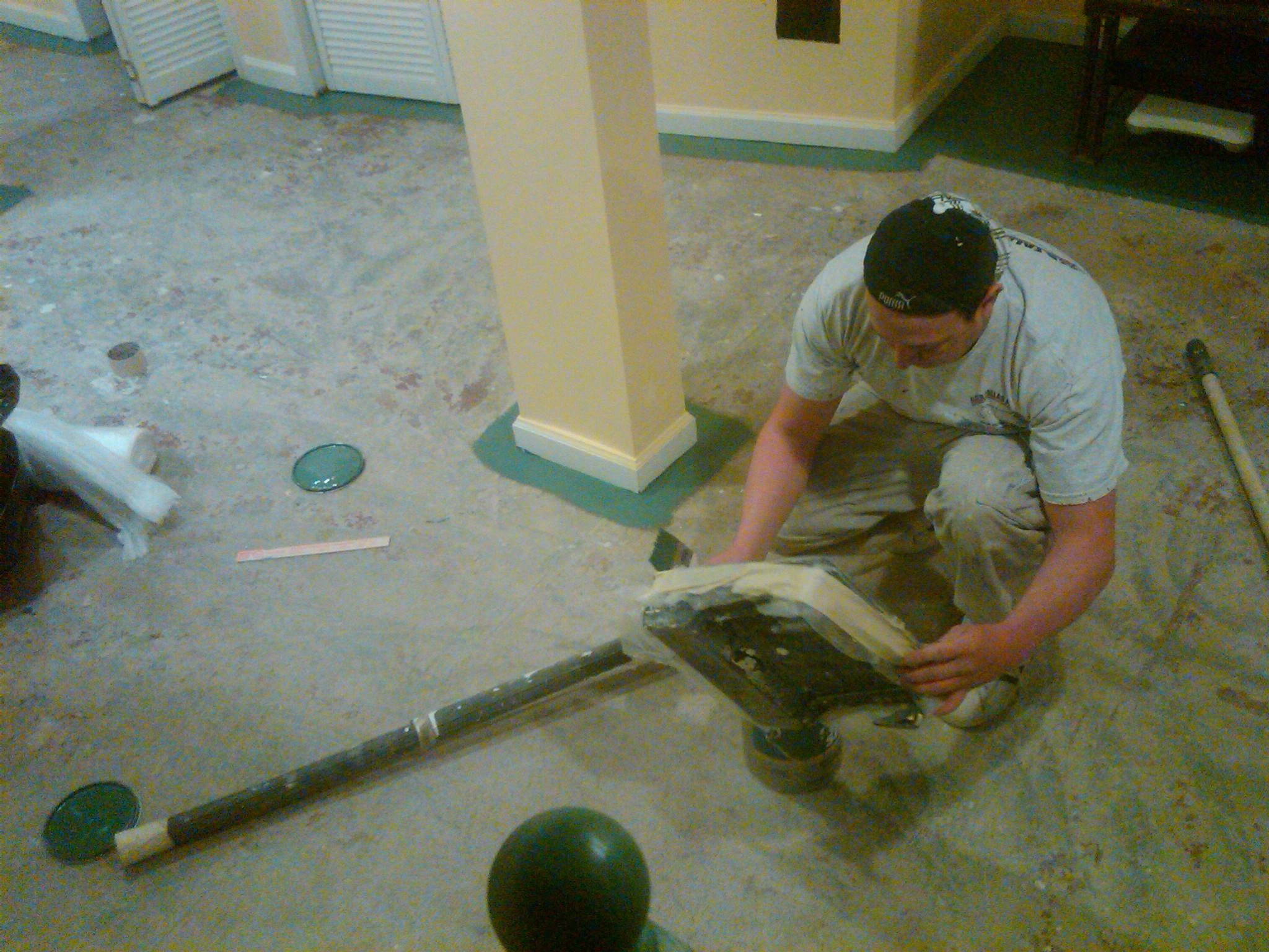 3d6b8765b1494297b2fa_basement_floor_paint_with_epoxy_paint.jpg