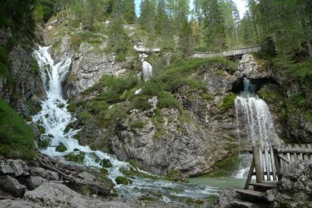 3de847388f6bd88570bd_waterfalls2.jpg