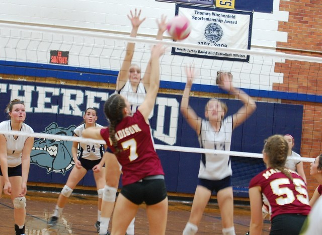 5526acd8868a811a09f0_madison_7_girls_volleyball_v_rutherford_11-13-12_074.jpg