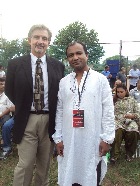 5b78bc6125c0f49797dc_mohammed_ahmed_with_vice_president_of_us_mortgage_corporation.jpg