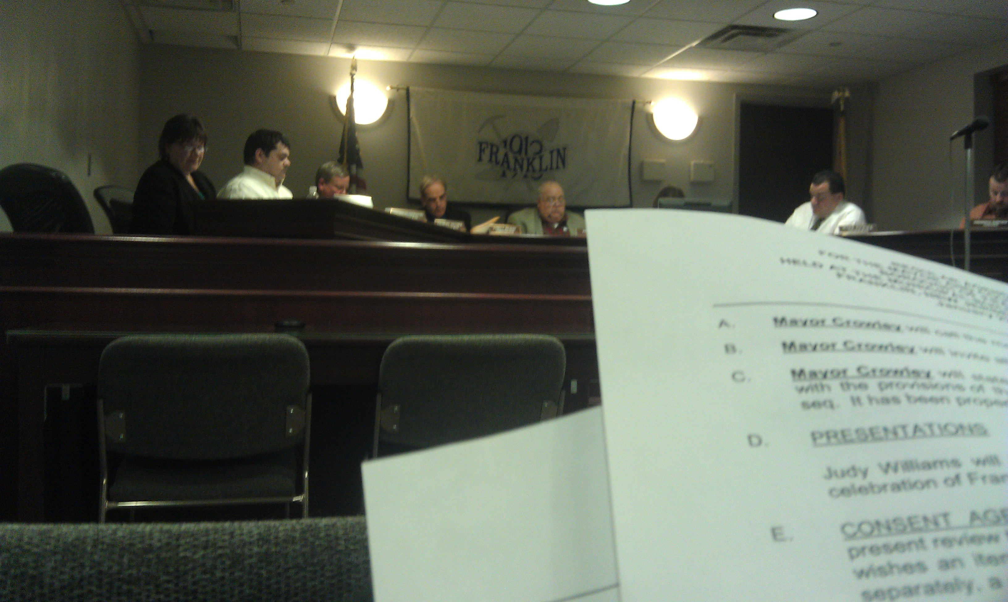653e0b7c46622f9fdb89_council_meeting_2.jpg